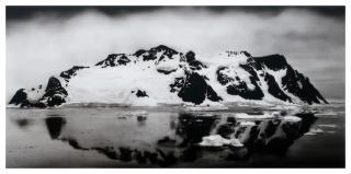 Luis Feo - Iceberg V, 2020. 45 x 90 cm. Acrílico y grafito sobre papel pegado a tabla