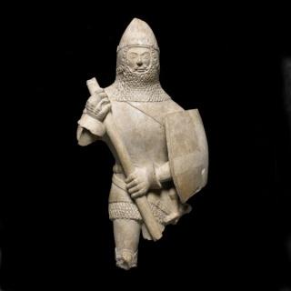 Estatuilla de un caballero, 1375-1425 Inglaterra. Piedra © The Trustees of the British Museum (2016)