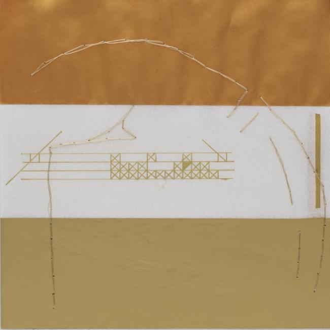 Sandra Antunes Ramos | Sem título | 2019 | cera para dourar, chapa de latão, caneta metalizada e linha metalizada | 21 x 21 cm