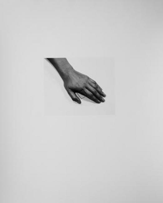 Liliana Porter. The Line III, 2011. Plata sobre gelatina. Portafolio con cinco impresiones. 30.0 x 25.0 cm.