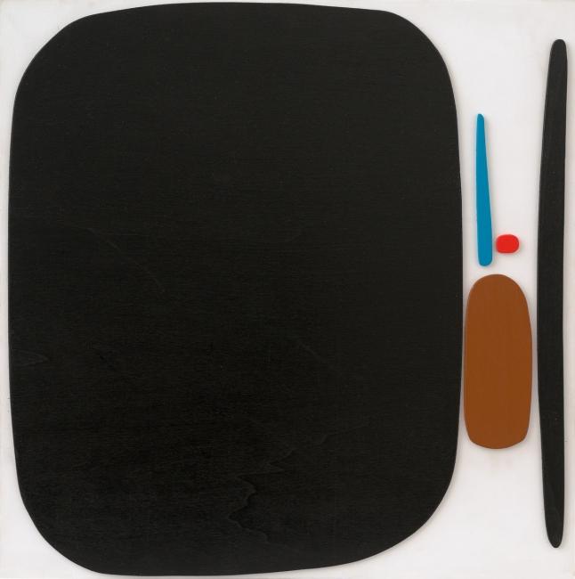 Bruno Munari, Multiplo - Negativo Positivo 1, 1950-89-90, Acrylic on wood, 45 x 45 cm, Edition of 12. — Cortesía de Travesía Cuatro