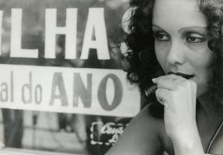 """Analu Prestes faz a protagonista de """"A$suntina das Amerikas"""" (1975), de Luiz Rosemberg Filho. Foto Acervo Cinemateca do MAM — Cortesía del Museu de Arte Moderna do Rio de Janeiro"""