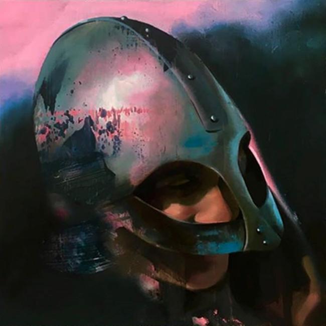 Manu Muñoz, Silver helmet, 40 x 40 cm. Óleo-lienzo 2018, p.v.p: 1100 € + IVA = 1331 € — Cortesía de la Galería Acanto