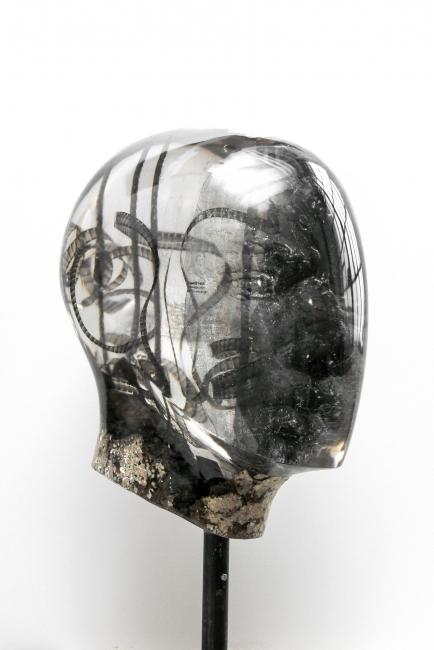 Oliver Czarnetta, Merging Units, resin, concrete, height 76 cm, 2018 — Cortesía Galería Lucía Mendoza