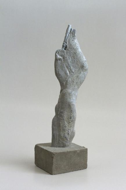 Oliver Czarnetta, Reduction II, concrete, keys, height ~ 34 cm, 2017 — Cortesía Galería Lucía Mendoza