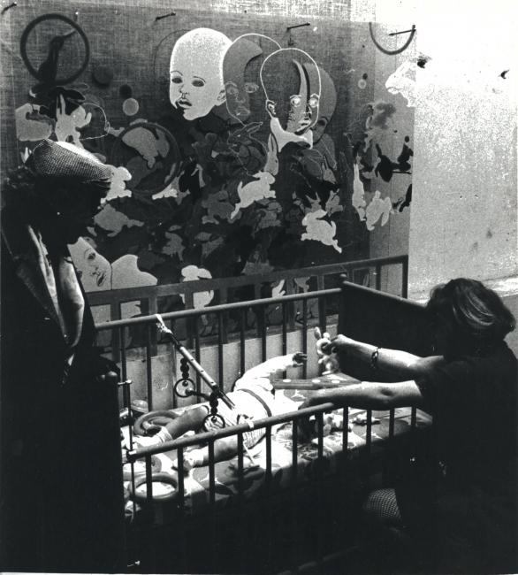 Lea Lublin. Mon Fils, (Mi hijo), 1968, 5 fotos gelatina de plata, 18 x 24 cm