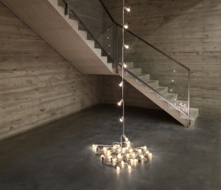 Félix González-Torres. Untitled, 1992. Light bulbs, porcelain light sockets, and extension cord. Overall dimensions vary with installation. Edition of 2. Private Collection © The Felix Gonzalez-Torres Foundation