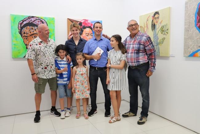 Nuno e José Sacramento com o Professor e artista André Capote e família — Cortesía de José Sacramento
