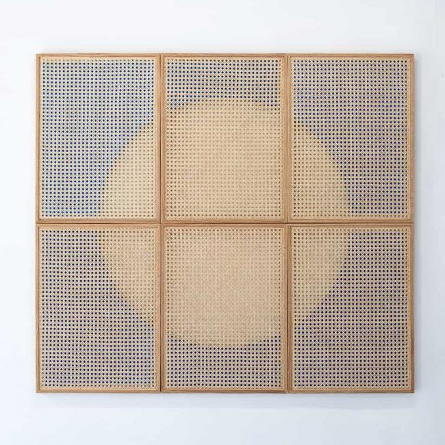 Mario Navarro, Vision In Motion, 2019. Cane webbing, wood, mdf, industrial lacquer, 114 x 126 cm overall — Cortesía de Proxyco