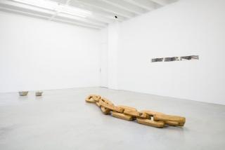 "Installation view ""Asier Mendizabal: Kopf, Faust, Baum"", Galerie Nordenhake Berlin 2018"