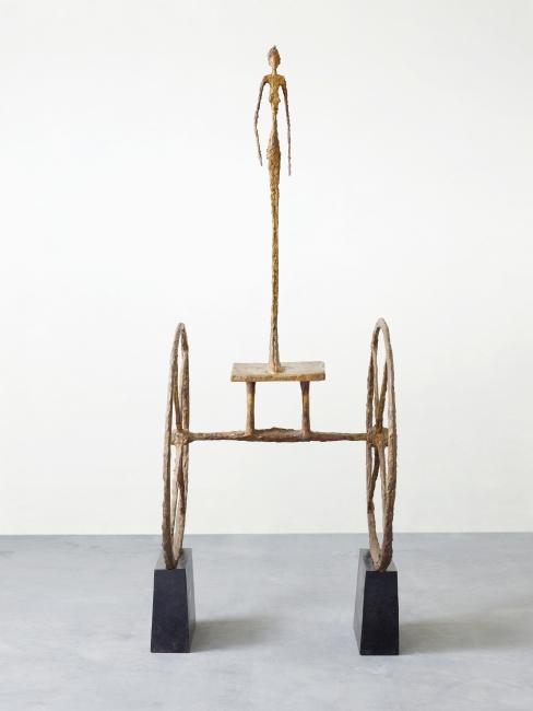 El carro, 1950 * Alberto Giacometti Bronce, patinado en oro, sobre pedestales pintados de negro Zúrich, Kunsthaus Zürich, Alberto Giacometti-Stiftung, 1965 © Alberto Giacometti Estate / VEGAP, Madrid, 2019