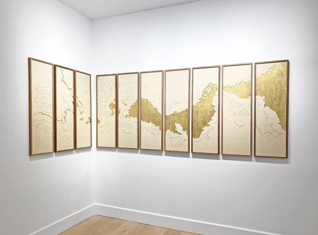 Mercedes Lara, Golfo Pérsico. Vista de la exposición — Cortesía de la galería Lucía Mendoza