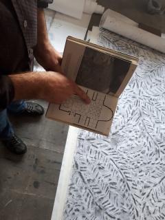 Formes d'Oli i aigua, una instal·lació d'Oriol Vilapuig, intervenció a romànic — Cortesía del MNAC