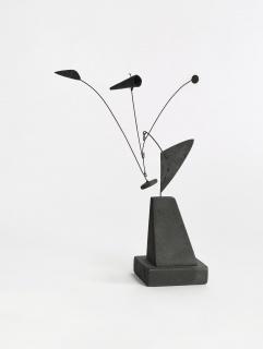 Alexander Calder. Untitled (maqueta), 1939. Madera, plancha metálica, alambre, plomo y pintura, 23,17 x 15,24 x 13,33 cm. Calder Foundation, New York; legado de Mary Calder Rower, 2011 © 2019 Calder Foundation, New York / VEGAP, Santander