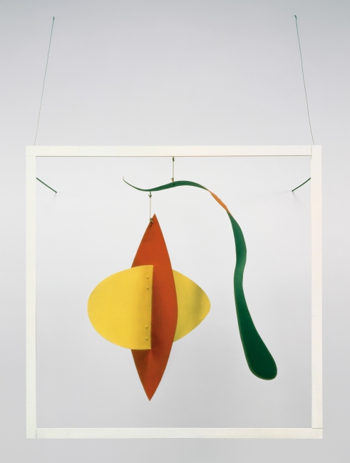 Alexander Calder. Snake and the Cross, 1936. Plancha metálica, madera, varilla, alambre, hilo y pintura, 205,74 x 129,54 x 111,76 cm. Calder Foundation, New York © 2019 Calder Foundation, New York / VEGAP, Santander — Cortesía del Centro Botín