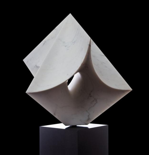 Cubo 1 Mármol blanco estatuario Carrara. 197x 71 x 81 cm. 2016