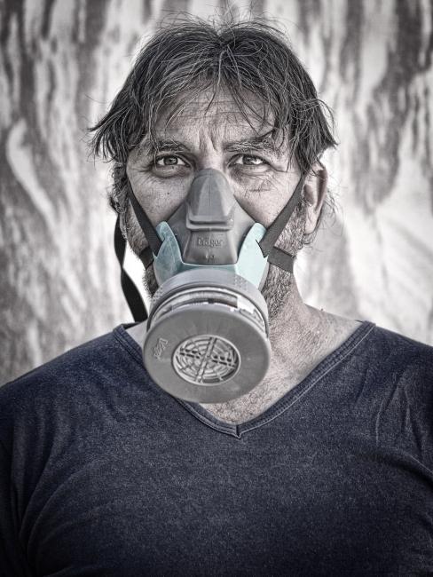 J. ANTONIO LOPEZ RICO Retrato con máscara — Cortesía de Photomuseum Argazki & Zinema Museoa