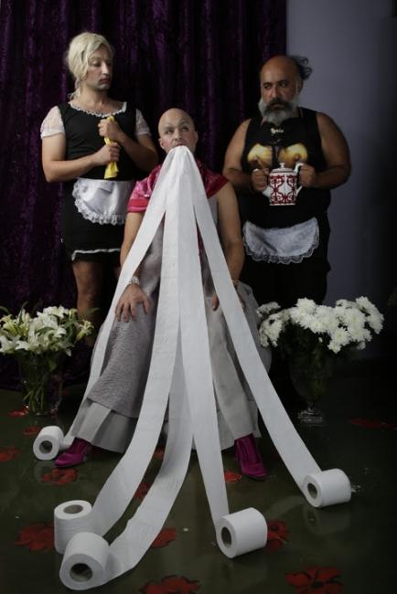© Ramin Haerizadeh, Rokni Haerizadeh, Hesam Rahmanian, The Maids, 2012-2017. Photo by Maaziar Sadr, courtesy of the artists. Cortesía de Fundación Hans Nefkens