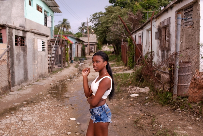 Diana Markosian. Over the Rainbow, Havana, Cuba. 2018 © Diana Markosian / Magnum Photos, Courtesy of the Elliott Erwitt Havana Club 7 Fellowship — Cortesía de PHotoEspaña