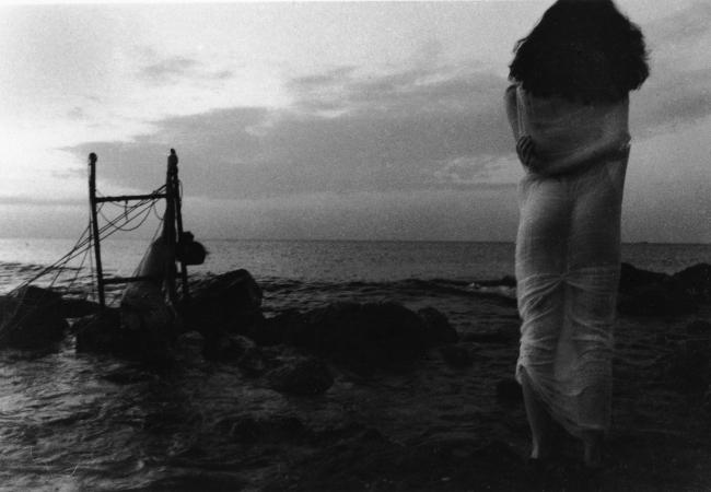Juan Carlos Alom. Ellos no murieron, solo se fueron antes, 1989 © Juan Carlos Alom — Cortesía de PHotoEspaña