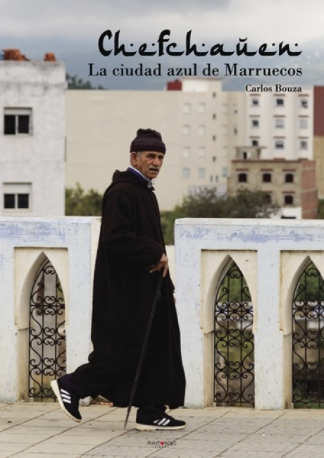 """Portada del libro """"Chefchauen, la ciudad azul de Marruecos"""" del fotógrafo  Carlos Bouza"""