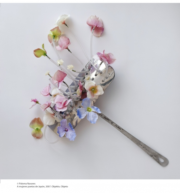 © Paloma Navares. A mujeres poetas de Japón, 2007. Objeto – Cortesía de Kubo Kutxa