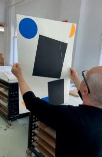 MACAPARANA trabajando en los talleres de Benveniste Contemporary, Madrid 2019 — Cortesía de Arte Madrid