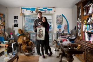 Julius Mirlo y Paola Paula, artistas del barrio con retratos de abuelas