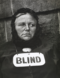 Paul Strand. Blind Woman, New York, 1916. Colecciones Fundación MAPFRE © Aperture Foundation Inc., Paul Strand Archive — Cortesía de PHotoEspaña