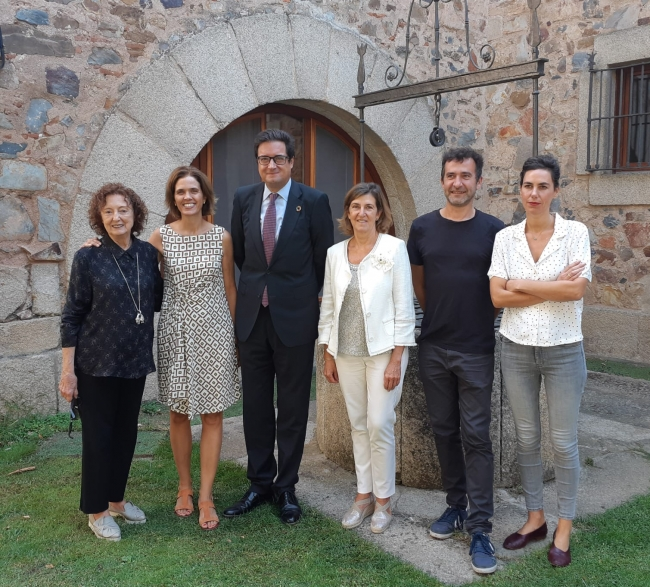 Presentación de la exposición 'Arte en la red de Paradores… Obra Invitada' — Cortesía de Paradores de Turismo de España