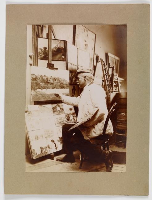 Cecilio Plá pintando un paisaje en su taller Anónimo Papel fotográfico Madrid, Museo Nacional del Prado — Cortesía del Museo del Prado