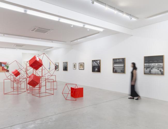 """Vista de la exposición """"Arquitetura da Forma"""". fotografía: Ana Pigosso — Cortesía de Simões de Assis"""