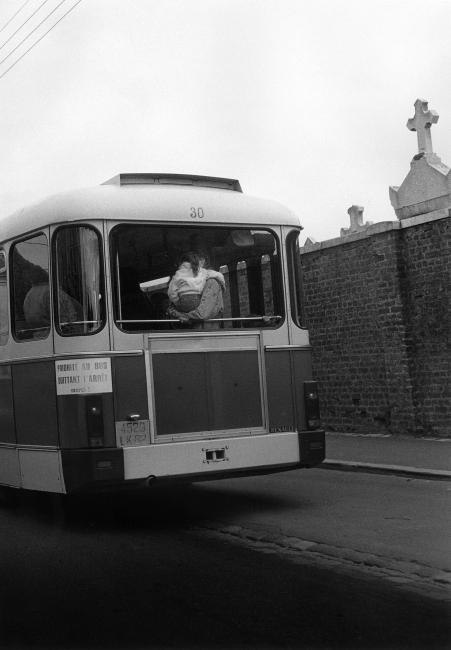 Bernard Plossu, Sin título, 1992. Serie Route Nationale 1. Mission photographique Transmanche n°. 10, 1992. CRP / Centre régional de la photographie Hauts-de-France © Bernard Plossu — Cortesía de la Fundación ICO