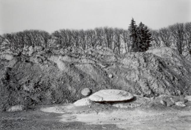 """John S. Webb. Área de construcción Trintegatan """"Lastbilscentrum"""" (centro para camiones), Helsingborg, Suecia, 1990 © JOHN S. WEBB — Cortesía del Festival PHotoEspaña"""
