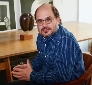 Retrato de Iñaki Bonillas | Foto: Manfredi Gioacchini — Cortesía de kurimanzutto