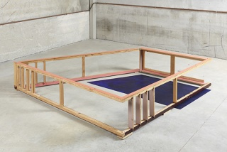 Sin título. 2013. Técnica mixta sobre madera. 40 x 280 x 218 cm. Cortesía de Rafael Pérez Hernando