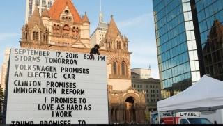 Paul Ramirez Jonas, Fe Pública, 2016. Producida por Now + There, Boston, 27 agosto – 17 septiembre, 2016. © Paul Ramirez Jonas. Foto: Ryan C. McMahon. Cortesía del Museo Jumex