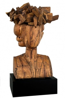 9 SCULPTORS. TYPES OF ABSTRACTION. Manolo Valdés, Regina Con Sombrero, 1998. Wood, 78.74 x 55.12 x 51.18 in. Imagen cortesía Art Circuits