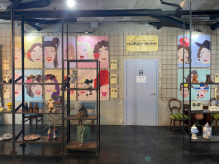 Exposición NEOTRAVESTISMO de Rubén Antón en la galería L'Art i Café de Sitges