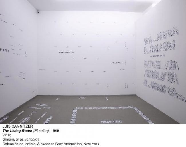 Luis Camnitzer, The Living Room, 1969. Vinilo. Colección del artista. Alexander Gray Associates, Nueva York – Cortesía del Museo Nacional Centro de Arte Reina Sofía
