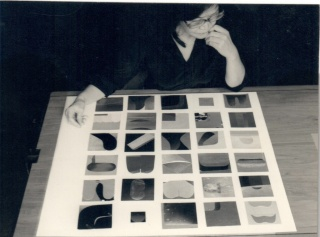 Tomie Ohtake in her studio, são paulo, circa 1980s. Imagen cortesía Nara Roesler