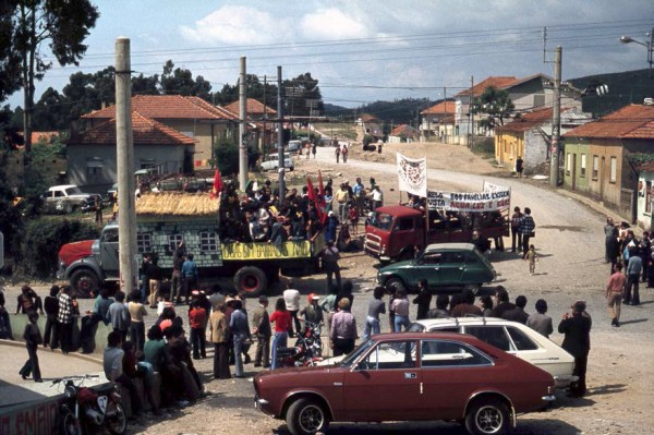 Alexandre Alves Costa, View of popular protest for house occupation rights. Ca. 1975