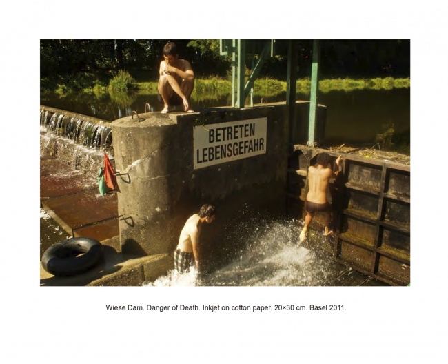 Alfonso Borragan, Wiese Dam: Peligro de Muerte. Acción Colectiva. Basel, 2011. Cortesía del artista