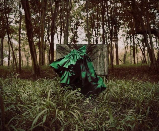 Imagen de una performance de Manthe Ribane en la Nirox Foundation — Cortesía de la galería Marta Moriarty