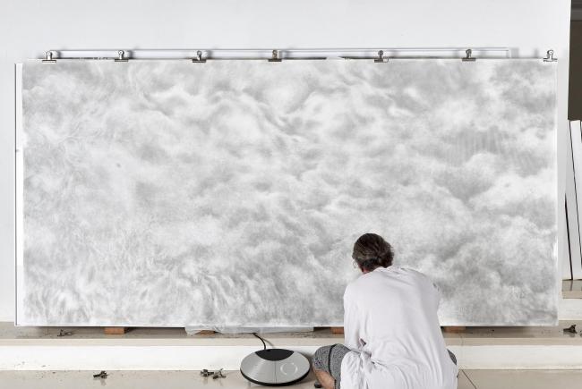 Benji Liebmann pintando — Cortesía de la galería Marta Moriarty