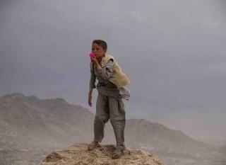 Aziz Hazara, Bow Echo. Video installation. Produced by the Han Nefkens Foundation — Cortesía de Han Nefkens Foundation