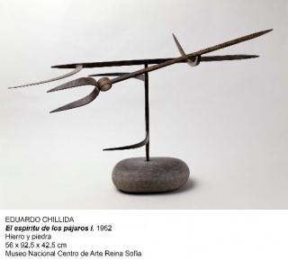 Eduardo Chillida, El espíritu de los pájaros I, 1952. Hierro y piedra, 56x92'5x42'5 cm. – Cortesía del Museo Nacional Centro de Arte Reina Sofía