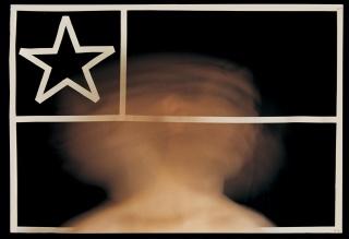 Carlos Gallardo. A La Carne de Chile / Bandera vaciada, 1979. Fotografía color, doble exposición.