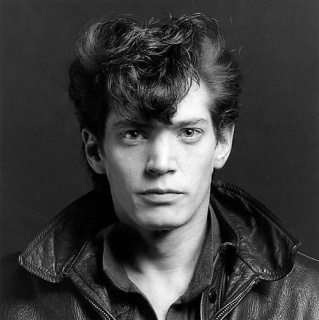 Robert Mapplethorpe Self Portrait, 1980. Cortesía de la Fundación Robert Mapplethorpe