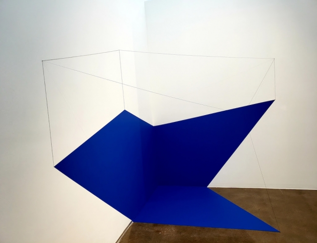 Lydia Okumura, Untitled I. First realized at Medellín Biennial, Colombia, 1981. Acrylic paint, painted aluminum, and cotton string, 78 × 90 × 48 in. — Cortesía de Atchugarry Art Center